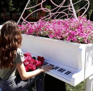 Белый рояль в Киеве