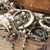 Серебряные изделия в подарок: виды и особенности выбора