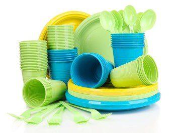 Посуда из пластика в интернет-магазине: преимущества полимерной продукции