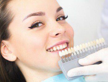 Как происходит отбеливание зубов в стоматологической клинике