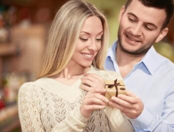 Топ-5 дорогих подарков жене на годовщину свадьбы